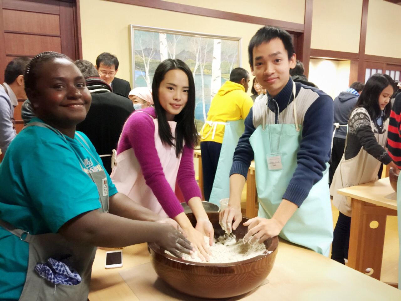 Making Soba with other international students