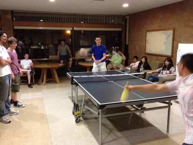 寮の卓球場では日々熱い戦いが繰り広げられます!