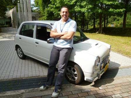 とってもマッチョなジェイミー先生ですが、愛車は小さな軽自動車!こだわりのマニュアル車です。