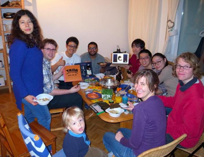 誕生日パーティ with 研究所の同僚とその彼女や家族ドイツでは、誕生日を迎える人がホストになりおもてなしを行う。